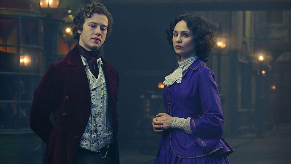 Young Amelia Havisham (Tuppence Middleton) and Arthur Havisham (Joseph Quinn)