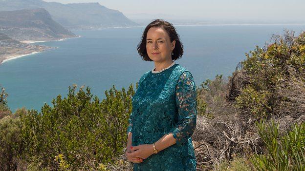 Amanda Drew (Mary Markham)
