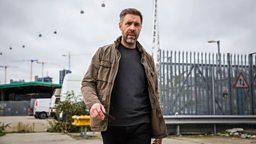 Paddy Considine (Gabriel 'Gabe' Waters)
