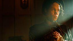 Vinette Robinson (Mary Cratchit)