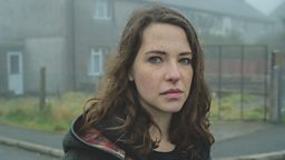Annes Elwy (Mia Owen)