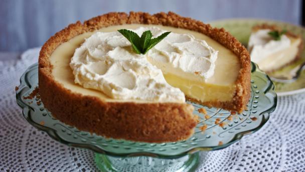 Key lime and elderflower pie
